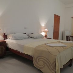 Отель Villa Paradise Хиккадува комната для гостей
