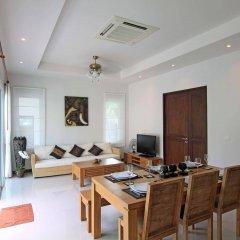 Отель Ananta Thai Pool Villas Resort Phuket комната для гостей
