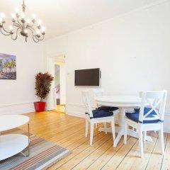 Отель ApartDirect Sveavagen Швеция, Стокгольм - отзывы, цены и фото номеров - забронировать отель ApartDirect Sveavagen онлайн комната для гостей фото 3