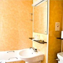 Отель Park Avenue Bayswater Inn Hyde Park Великобритания, Лондон - 12 отзывов об отеле, цены и фото номеров - забронировать отель Park Avenue Bayswater Inn Hyde Park онлайн ванная фото 2