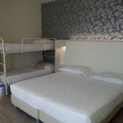 L'Hotel комната для гостей