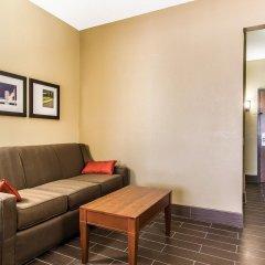 Отель Comfort Suites Effingham комната для гостей