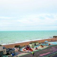 West Beach Hotel пляж