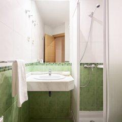 Отель Hostal INTER Puerta del Sol ванная фото 2