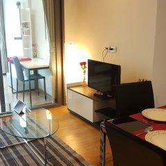 Отель Cozy One Bedroom Condo In Nana Asoke Бангкок комната для гостей
