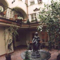 Отель U Zlateho Stromu Прага фото 3