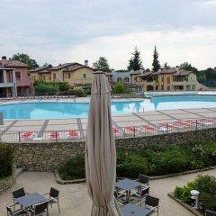 Отель Manerba Del Garda Resort Монига-дель-Гарда бассейн