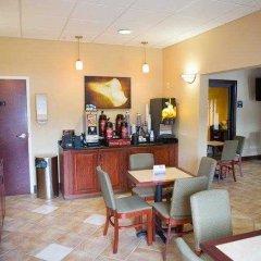 Отель Country Inn & Suites by Radisson, Midway, FL гостиничный бар