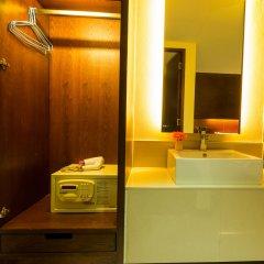 Отель The Bangkok Airport Link Suite сейф в номере