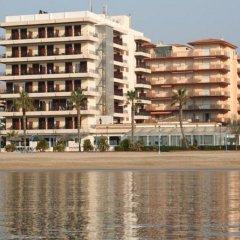 Отель Montecarlo Испания, Курорт Росес - 1 отзыв об отеле, цены и фото номеров - забронировать отель Montecarlo онлайн пляж фото 2