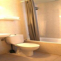 Отель Hostal Miranda Испания, Бланес - отзывы, цены и фото номеров - забронировать отель Hostal Miranda онлайн ванная фото 2