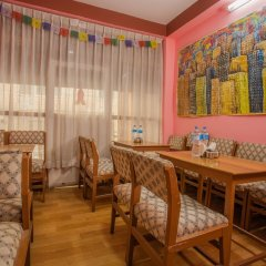 Отель OYO 148 Hotel Green Orchid Непал, Катманду - отзывы, цены и фото номеров - забронировать отель OYO 148 Hotel Green Orchid онлайн питание