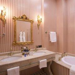 Гостиница Trezzini Palace в Санкт-Петербурге 9 отзывов об отеле, цены и фото номеров - забронировать гостиницу Trezzini Palace онлайн Санкт-Петербург ванная
