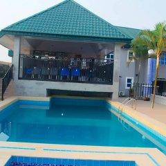 Отель Keves Inn and Suites Нигерия, Калабар - отзывы, цены и фото номеров - забронировать отель Keves Inn and Suites онлайн бассейн