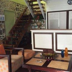 Отель Cobblestone Inn гостиничный бар