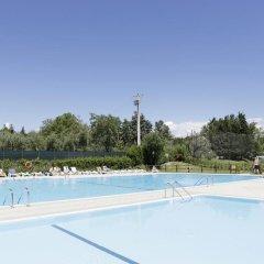 Отель Camping Zocco Centro Vacanze Манерба-дель-Гарда бассейн