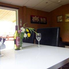 Отель Whanganui River Top 10 Holiday Park гостиничный бар