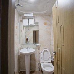 Отель D.H Sinchon Guesthouse Южная Корея, Сеул - отзывы, цены и фото номеров - забронировать отель D.H Sinchon Guesthouse онлайн ванная
