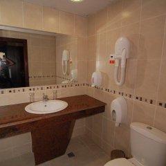 Отель Wellness Resort Ostrovche Болгария, Тырговиште - отзывы, цены и фото номеров - забронировать отель Wellness Resort Ostrovche онлайн ванная