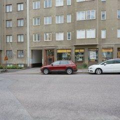 Отель WeHost Ruusankatu 8 Финляндия, Хельсинки - отзывы, цены и фото номеров - забронировать отель WeHost Ruusankatu 8 онлайн парковка
