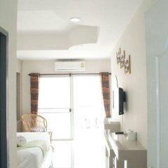Отель Pattaya Noble Place 1 в номере