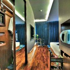 Отель Galleria 10 Sukhumvit Bangkok by Compass Hospitality сейф в номере