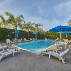 Отель City Express Mazatlán бассейн