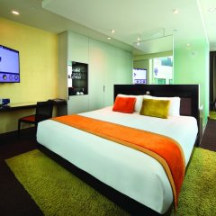 Отель Park Regis Singapore сейф в номере