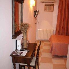 Отель Hostal Macami удобства в номере