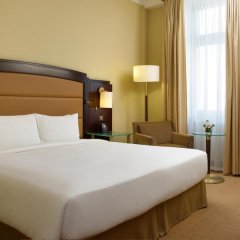 Гостиница Hilton Москва Ленинградская 5* Стандартный номер разные типы кроватей фото 11
