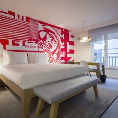 Отель Radisson RED Brussels 4* Стандартный номер с различными типами кроватей фото 19