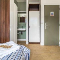 Отель LSE Carr-Saunders Hall сейф в номере