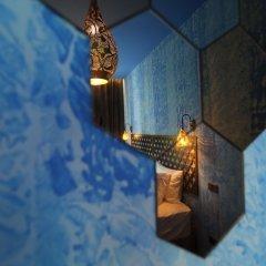 Tints of Blue Hotel бассейн