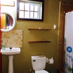 Отель Anchor Inn Гондурас, Остров Утила - отзывы, цены и фото номеров - забронировать отель Anchor Inn онлайн ванная