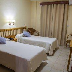 Отель Tres Jotas Испания, Кониль-де-ла-Фронтера - отзывы, цены и фото номеров - забронировать отель Tres Jotas онлайн комната для гостей фото 5