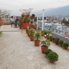 Отель Fewa Holiday Inn Непал, Покхара - отзывы, цены и фото номеров - забронировать отель Fewa Holiday Inn онлайн городской автобус