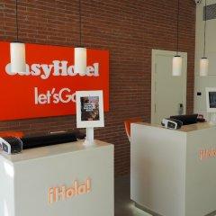Отель easyHotel Barcelona Fira Испания, Оспиталет-де-Льобрегат - отзывы, цены и фото номеров - забронировать отель easyHotel Barcelona Fira онлайн интерьер отеля
