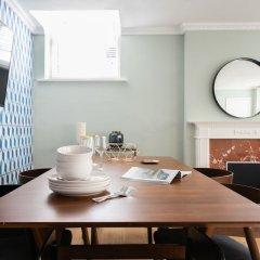 Отель The Kensington Palace Mews - Bright & Modern 6bdr House With Garage Лондон в номере