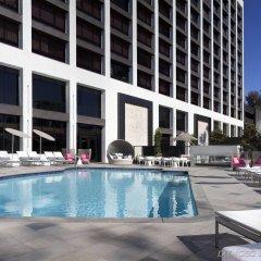 Отель Beverly Hills Marriott бассейн