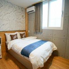 Отель D.H Sinchon Guesthouse Южная Корея, Сеул - отзывы, цены и фото номеров - забронировать отель D.H Sinchon Guesthouse онлайн комната для гостей