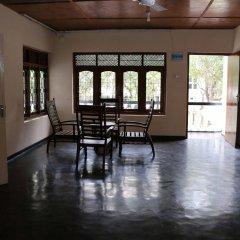 Отель French Garden Tourist Rest Анурадхапура интерьер отеля