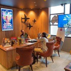 Отель Bunk Backpackers интерьер отеля фото 3