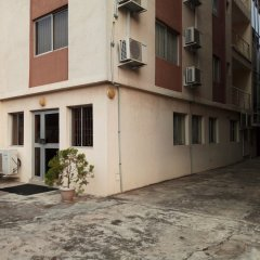 Апартаменты The Habitat Suites & Apartments Annex парковка