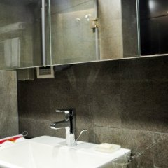Q - City Hotel ванная фото 2