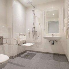 Отель Campanile Wroclaw Centrum Польша, Вроцлав - 3 отзыва об отеле, цены и фото номеров - забронировать отель Campanile Wroclaw Centrum онлайн ванная