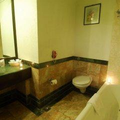 Отель Grand Hotel Kathmandu Непал, Катманду - отзывы, цены и фото номеров - забронировать отель Grand Hotel Kathmandu онлайн ванная