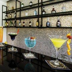 Отель The Lunar Patong гостиничный бар