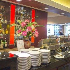 Отель City Beach Resort гостиничный бар
