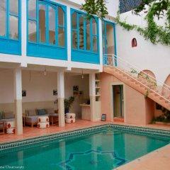 Отель Maison d'Hôtes Dar Farhana Марокко, Уарзазат - отзывы, цены и фото номеров - забронировать отель Maison d'Hôtes Dar Farhana онлайн бассейн фото 2