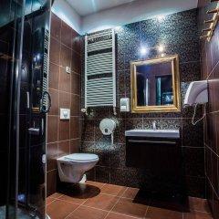 Отель Pink Panther's Hostel Польша, Краков - 1 отзыв об отеле, цены и фото номеров - забронировать отель Pink Panther's Hostel онлайн ванная